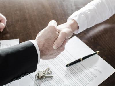 Кто должен платить за оформление документов при продаже квартиры